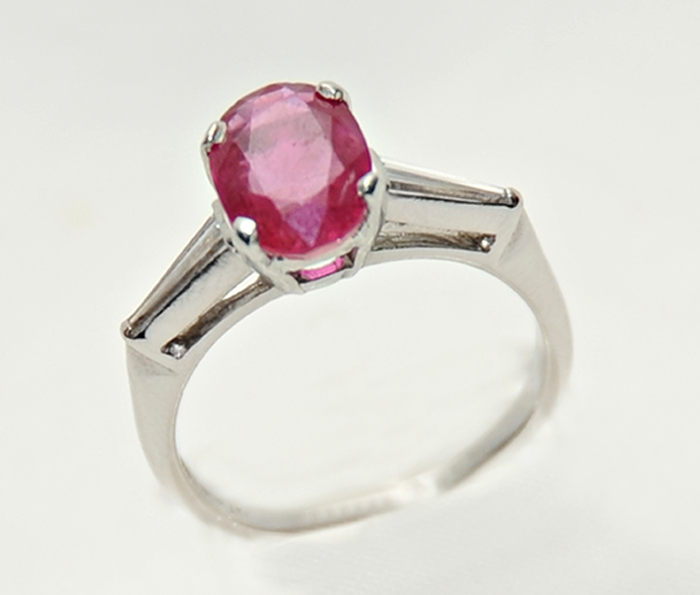 δαχτυλίδι από πλατίνα με πέτρα