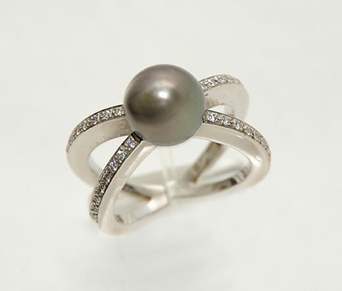 δαχτυλίδι αντίκα από λευκόχρυσο