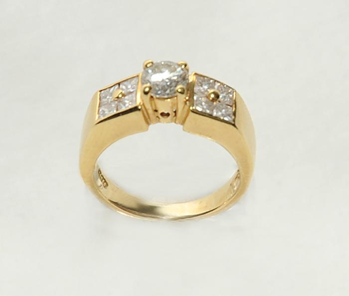 χρυσό κόσμημα δαχτυλίδι