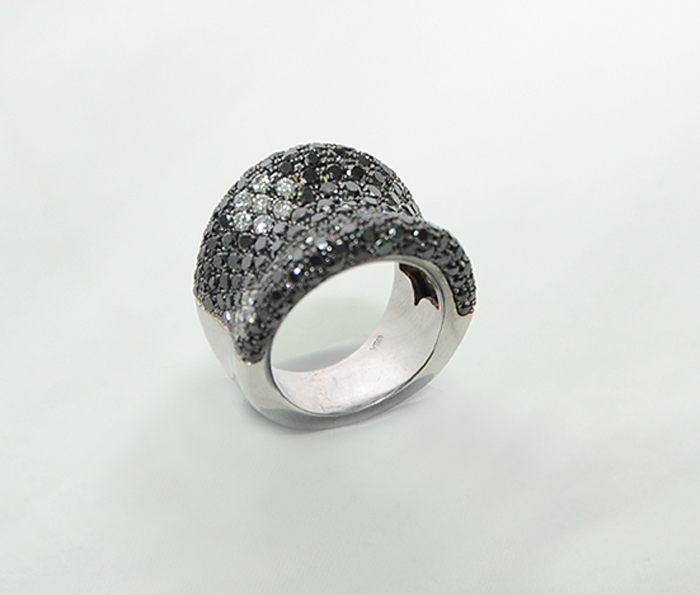 εντυπωσιακό δαχτυλιδένιο κόσμημα