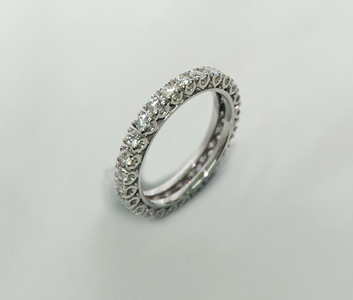 δαχτυλίδι από λευκόχρυσο