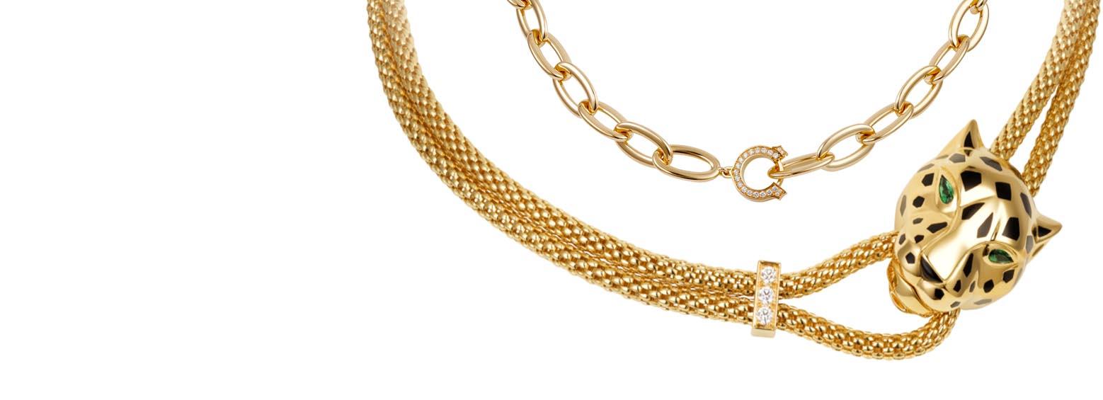 χρυσά κοσμήματα για πώληση σε βιτρίνα