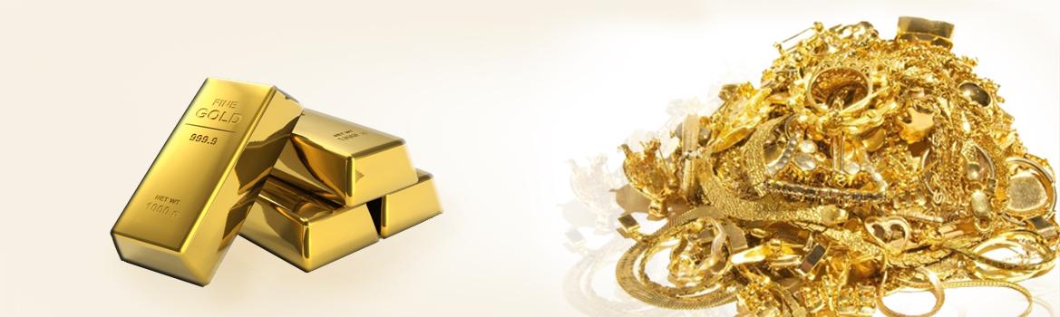 στοίβα με χρυσά κοσμήματα